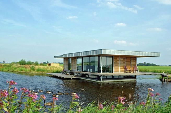 traum auf dem wasser luxus hausboot in holland. Black Bedroom Furniture Sets. Home Design Ideas