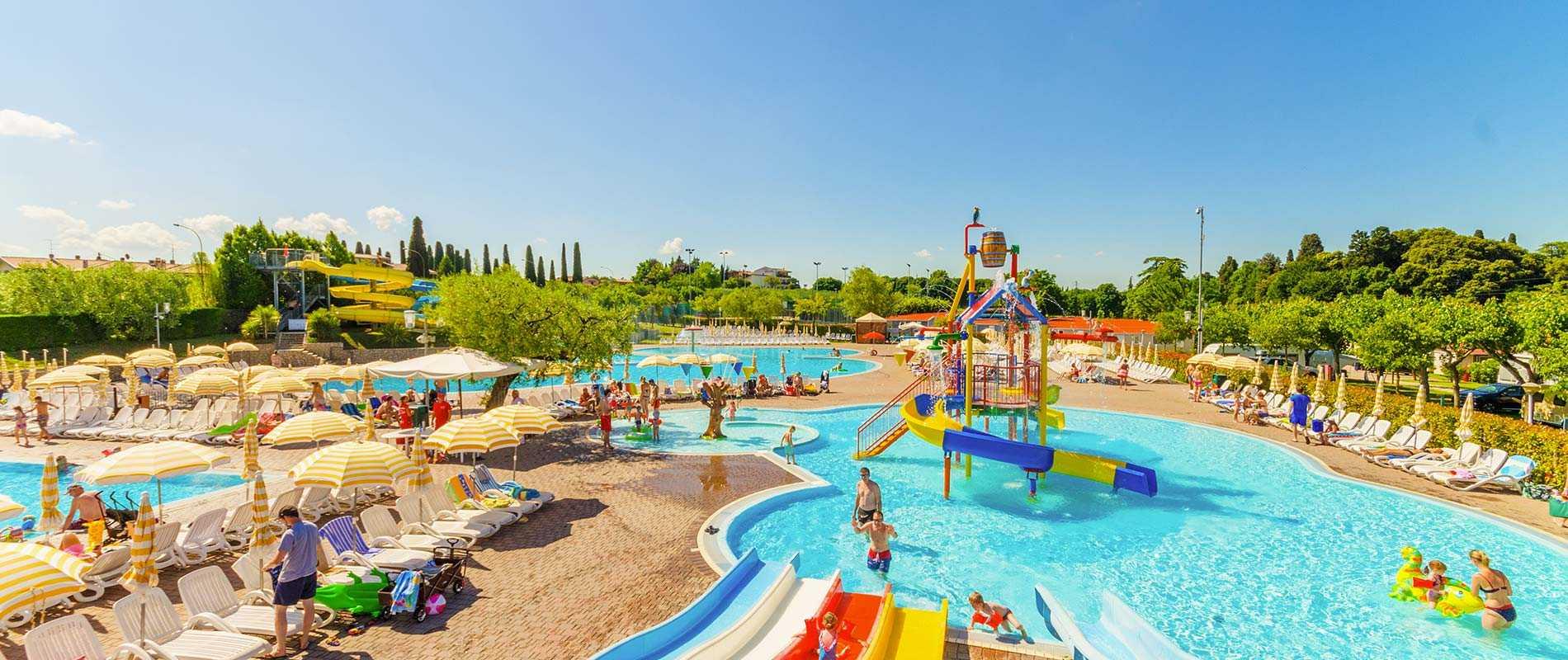 Camping spiaggia d 39 oro gardameer italie campingdreams - Campeggi con piscina lago di garda ...